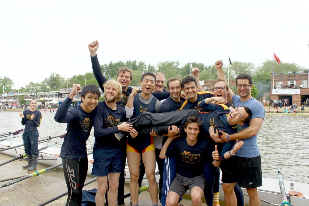 The men's third boat celebrate winning blades in Summer Eights. (Back row, from left: Wybo Wiersma, Mark Nixon; middle row, from left: Matthew Chang, Duncan Palmer, Nan Liu, Jan Ahrend, Giovanni Mezzano, Maurits Kroese, Matteo Gianella-Borradori; front row, from top to bottom: Oscar Yang, João Sousa Pinto; photo credit: Thomas Quartermain).
